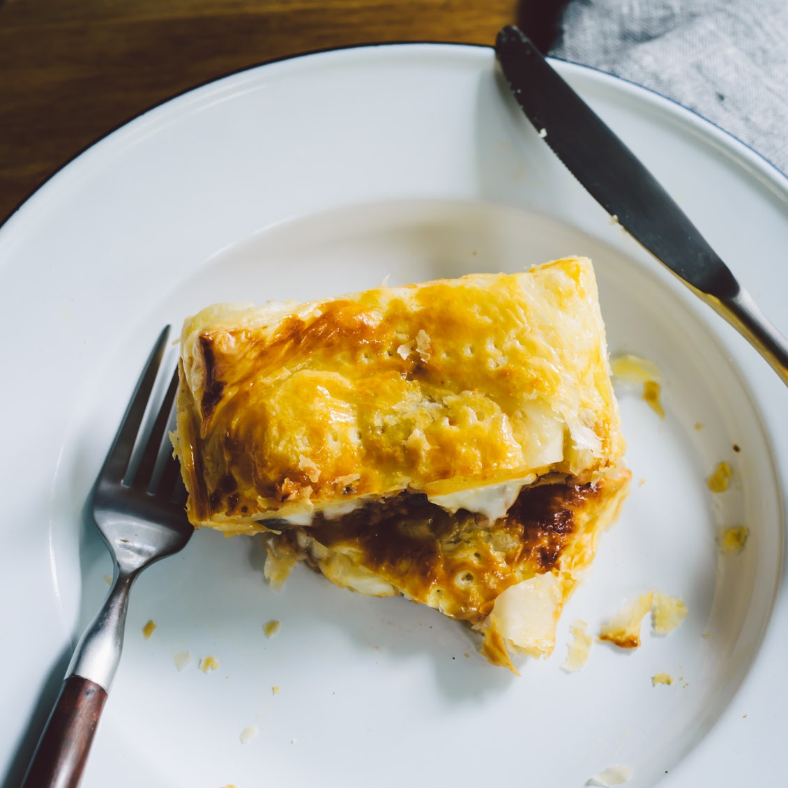 【今日はパイ日和】第1話 : チーズとろりのコク旨ミートパイ