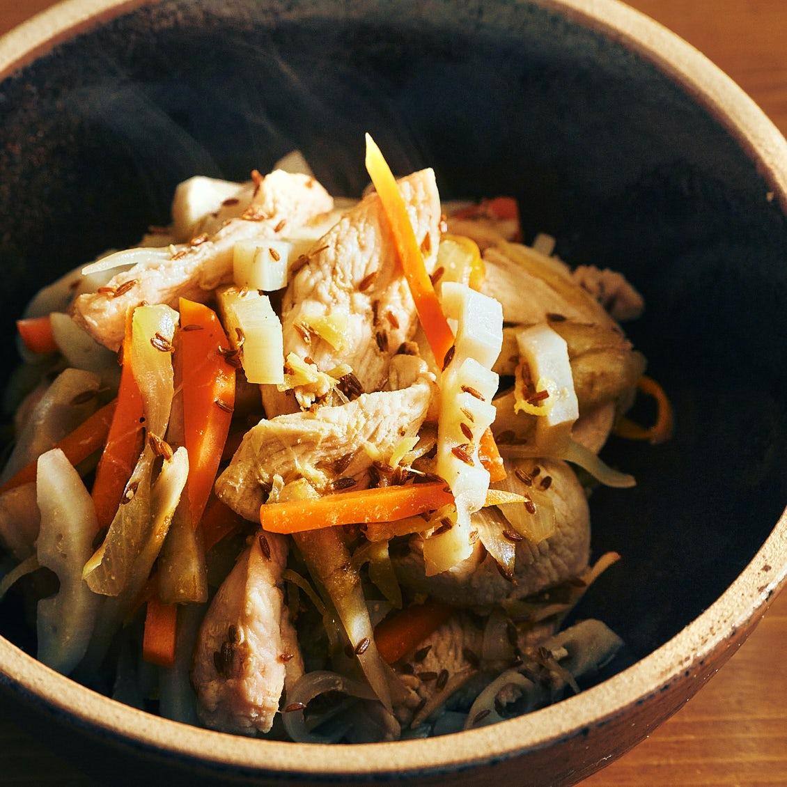 【晩ごはんで体リセット】第1話:ここから始めたい。「根菜と鶏肉のクミンジンジャー炒め」
