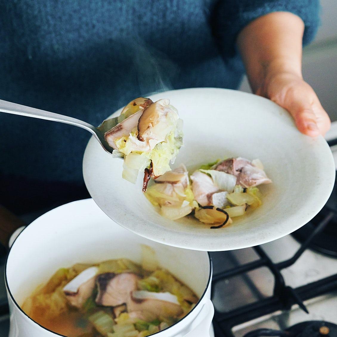 【晩ごはんで体リセット】第2話:疲れた胃をやさしく労わる「ぶりの切り身と白菜のうま煮」