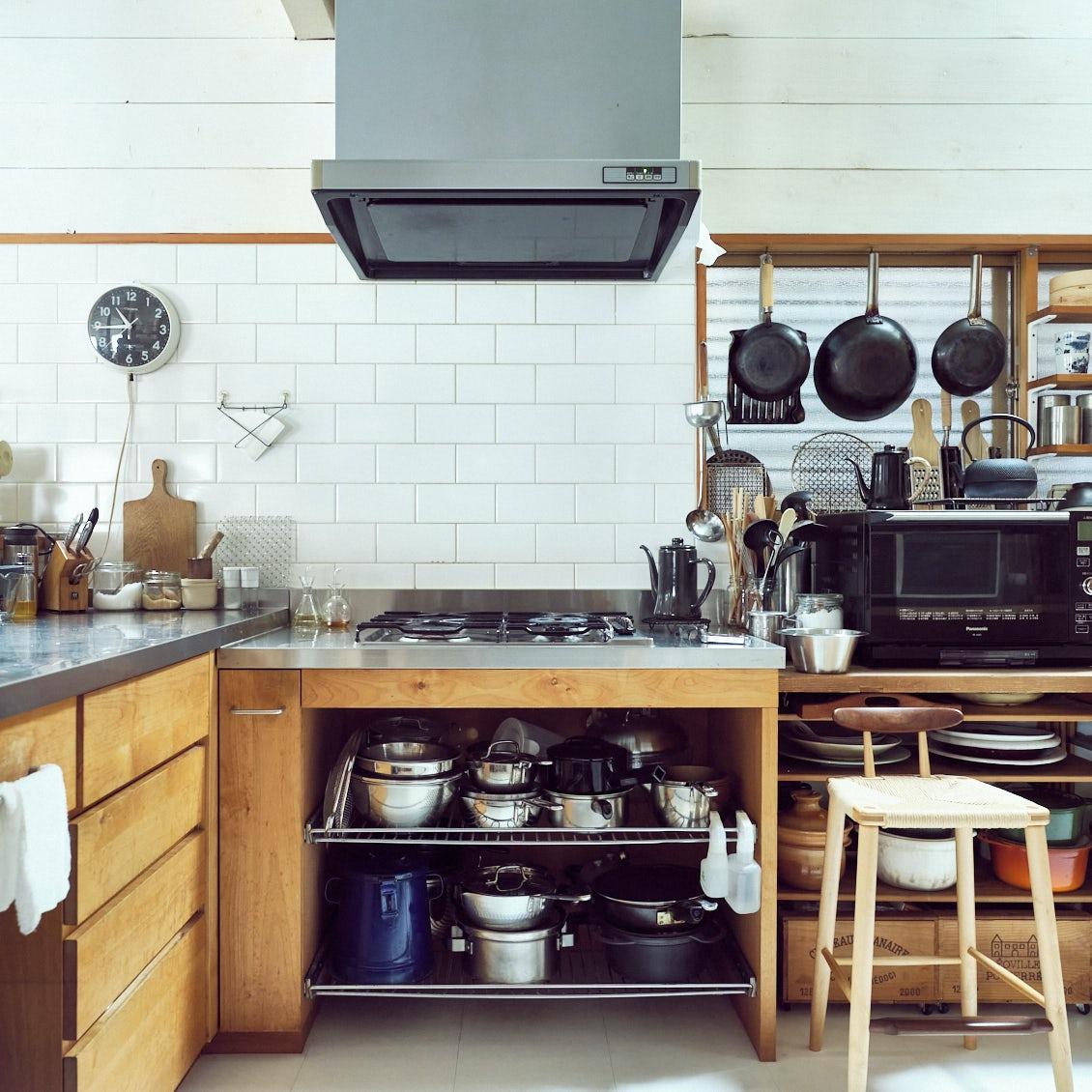 【道具好きの台所】第1話:台所道具選びのプロに聞く、キッチン収納の工夫