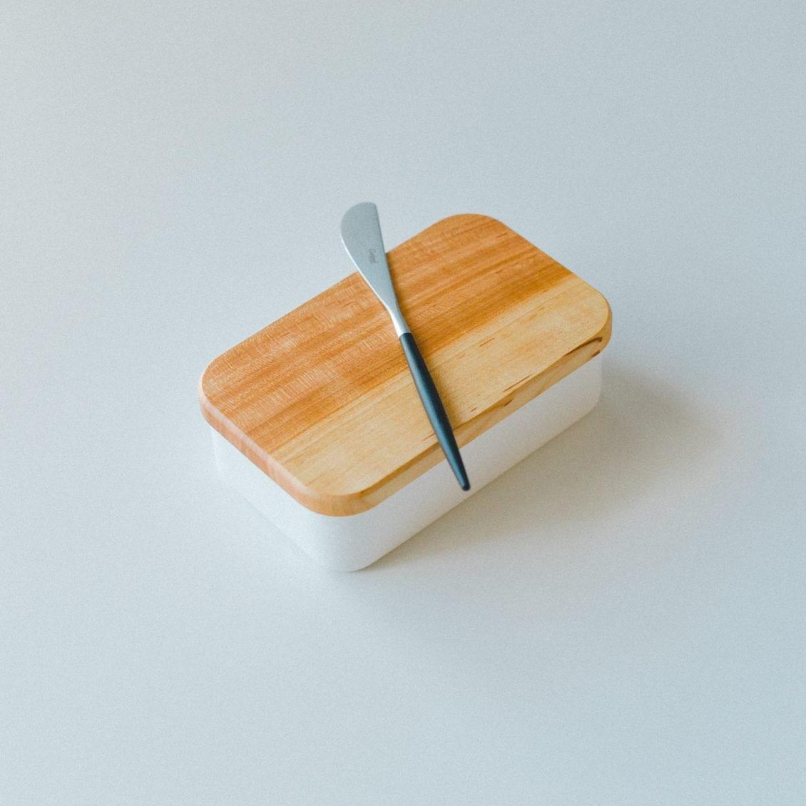 【スタッフの愛用品】バターをまるでチーズのように。トーストの楽しみ方を変えたバターナイフ&ケース。