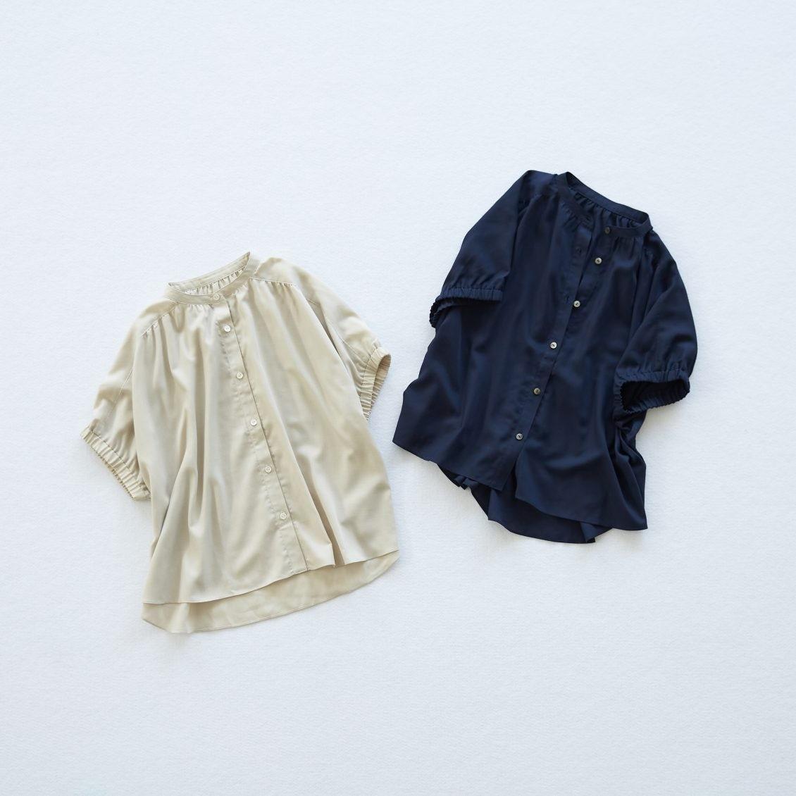 【新商品】1枚で主役級!ギャザー袖のブラウスが新登場。映画『青葉家のテーブル』で西田尚美さんも着用しています
