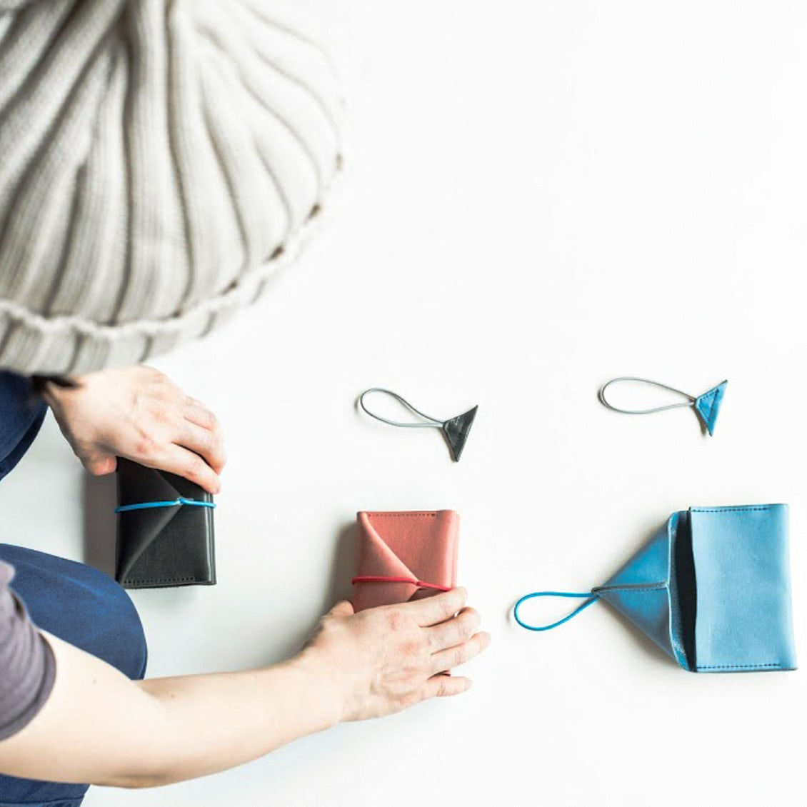 【あの人のバッグ】持ち物はすっきり、だけど愛らしい「レザーアイテム」でまとめて(神田沙耶香さん)