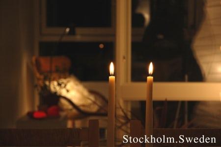 冬のストックホルム キャンドルの灯りが照らすカップル+一匹が仲良く暮らす家 Vol.01